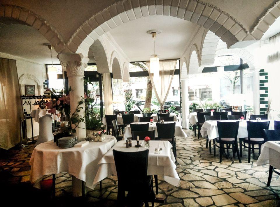 ffnungszeiten persisches restaurant olivengarten in berlin. Black Bedroom Furniture Sets. Home Design Ideas