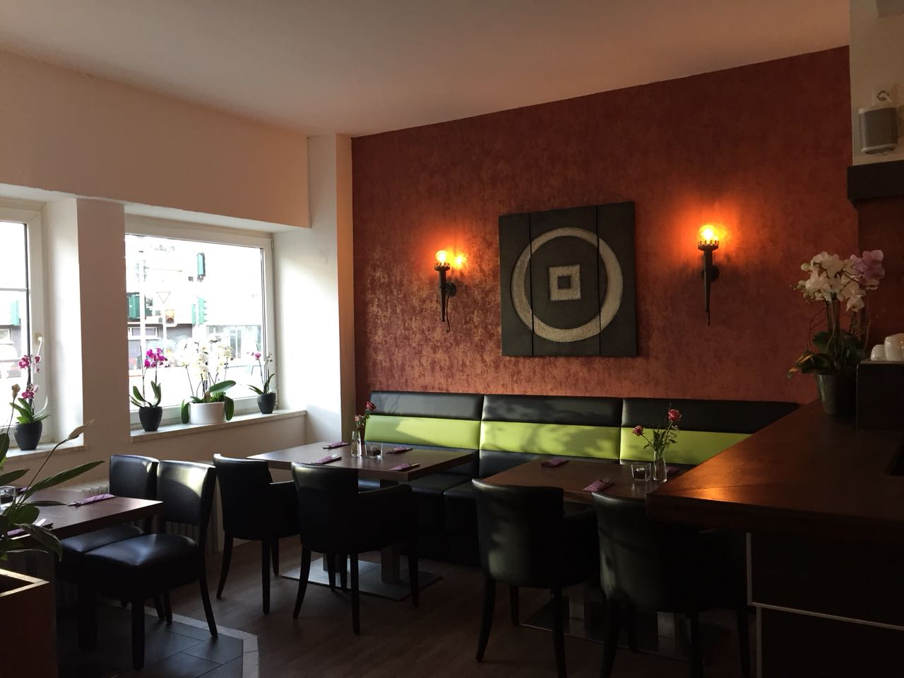 ffnungszeiten pikant restaurant k lner landstra e 409. Black Bedroom Furniture Sets. Home Design Ideas